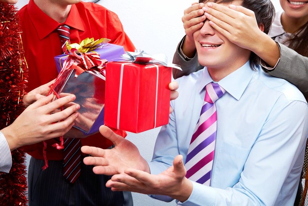 Подарки для коллег и подчиненных: помощь с выбором и разработка дизайна