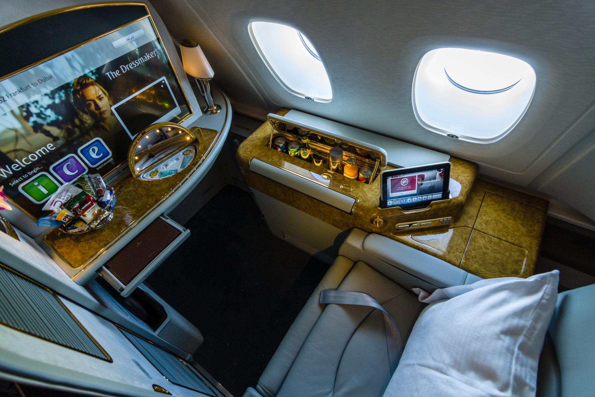 The best ways to book emirates first class using points for Interieur avion