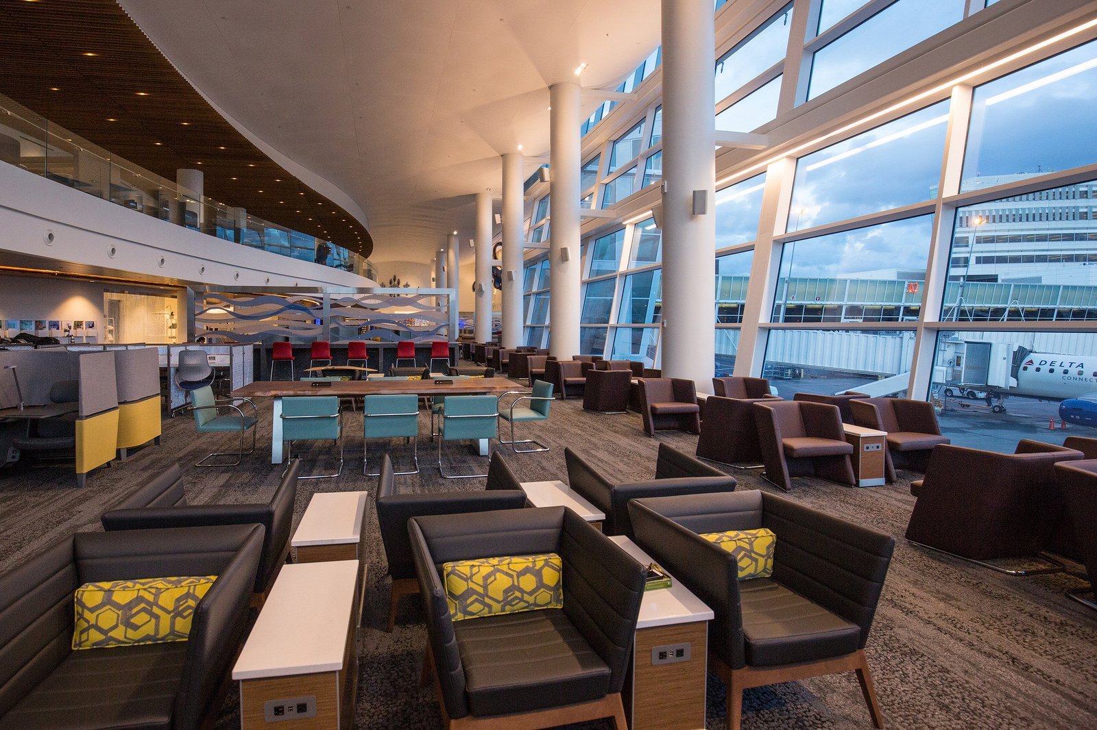 Full list of us delta sky club lounge locations hours for Best airport lounge program