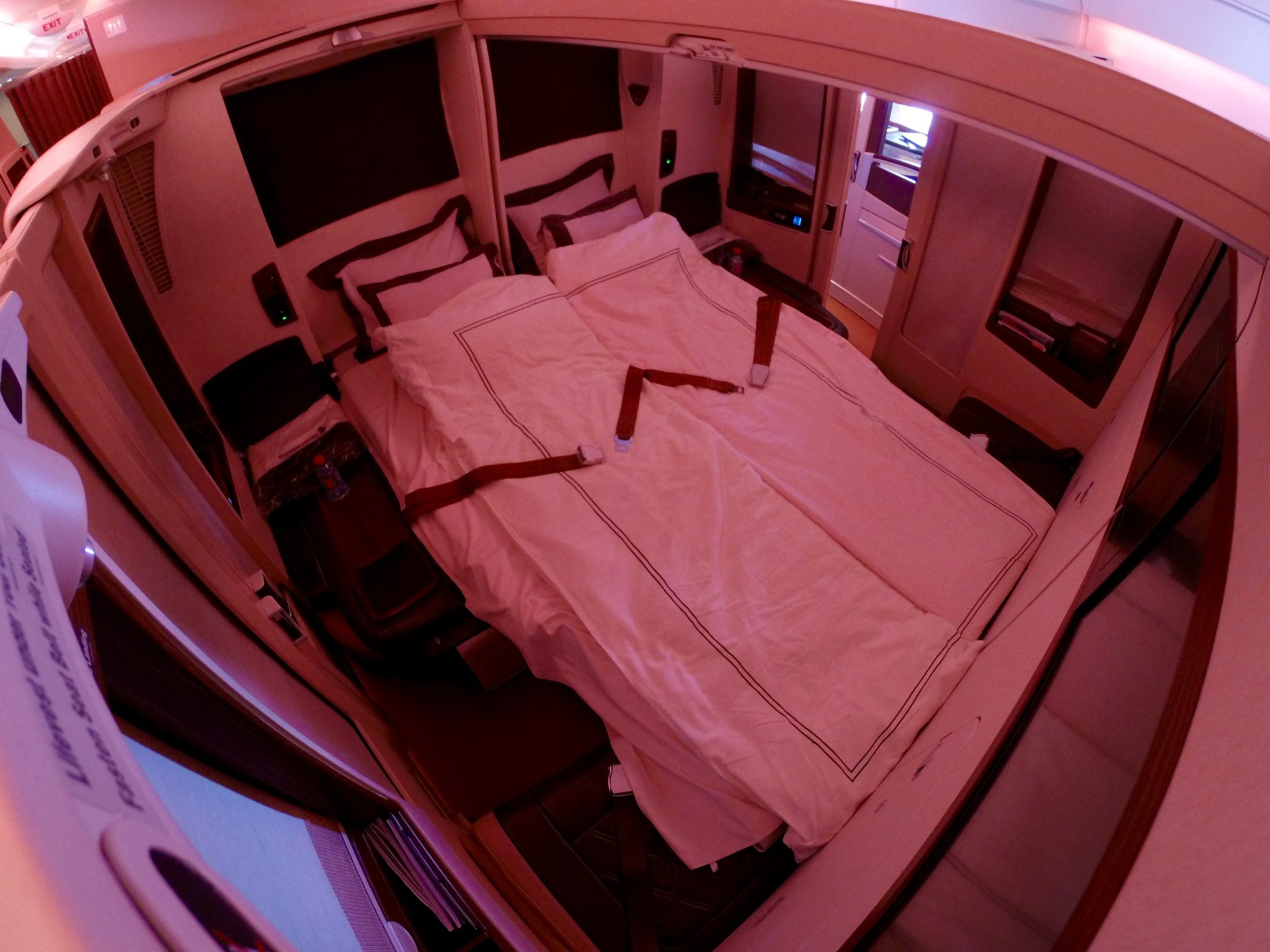 Singapore Suites First Class - Lie Flat Double Bed