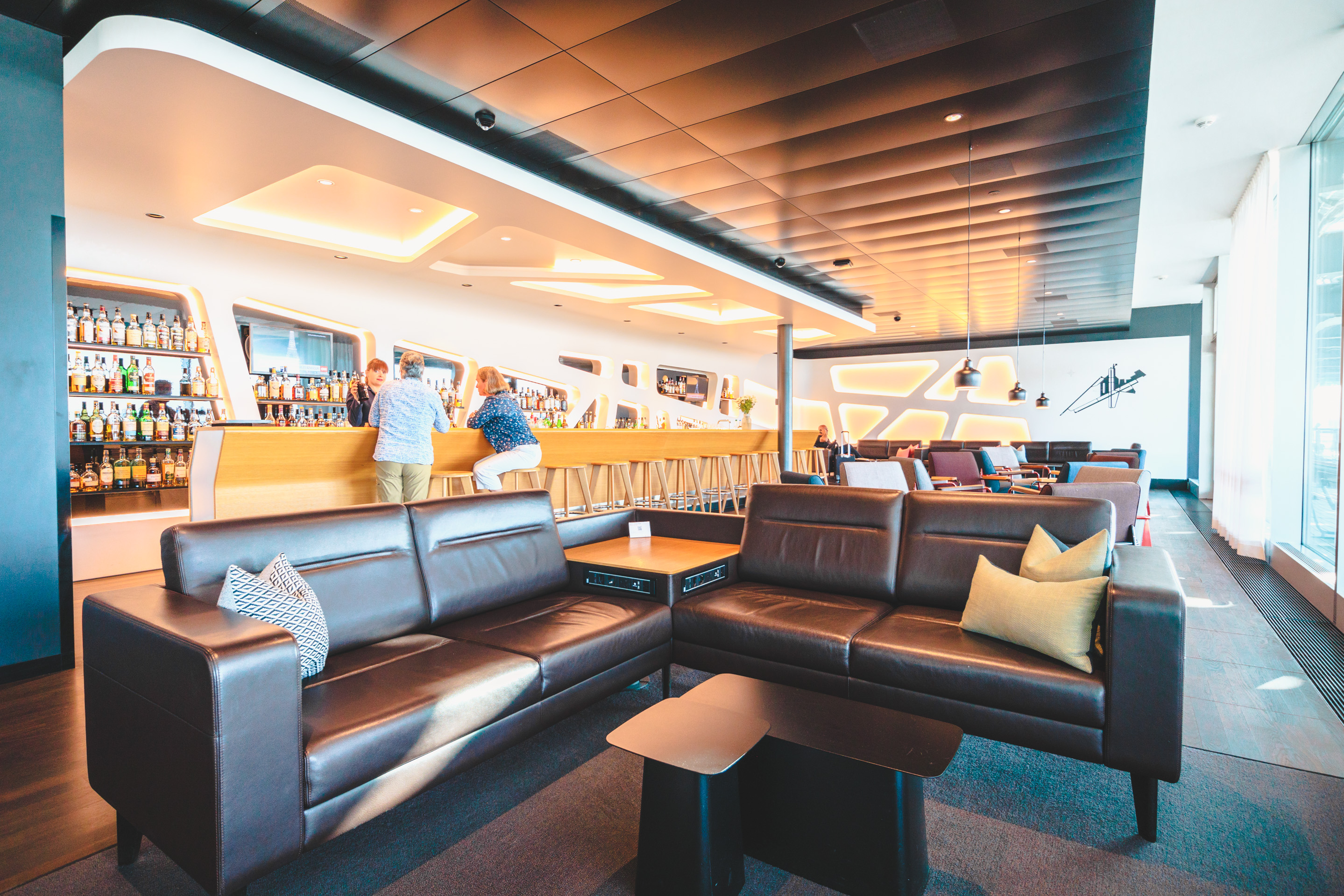 is food free in airport lounges