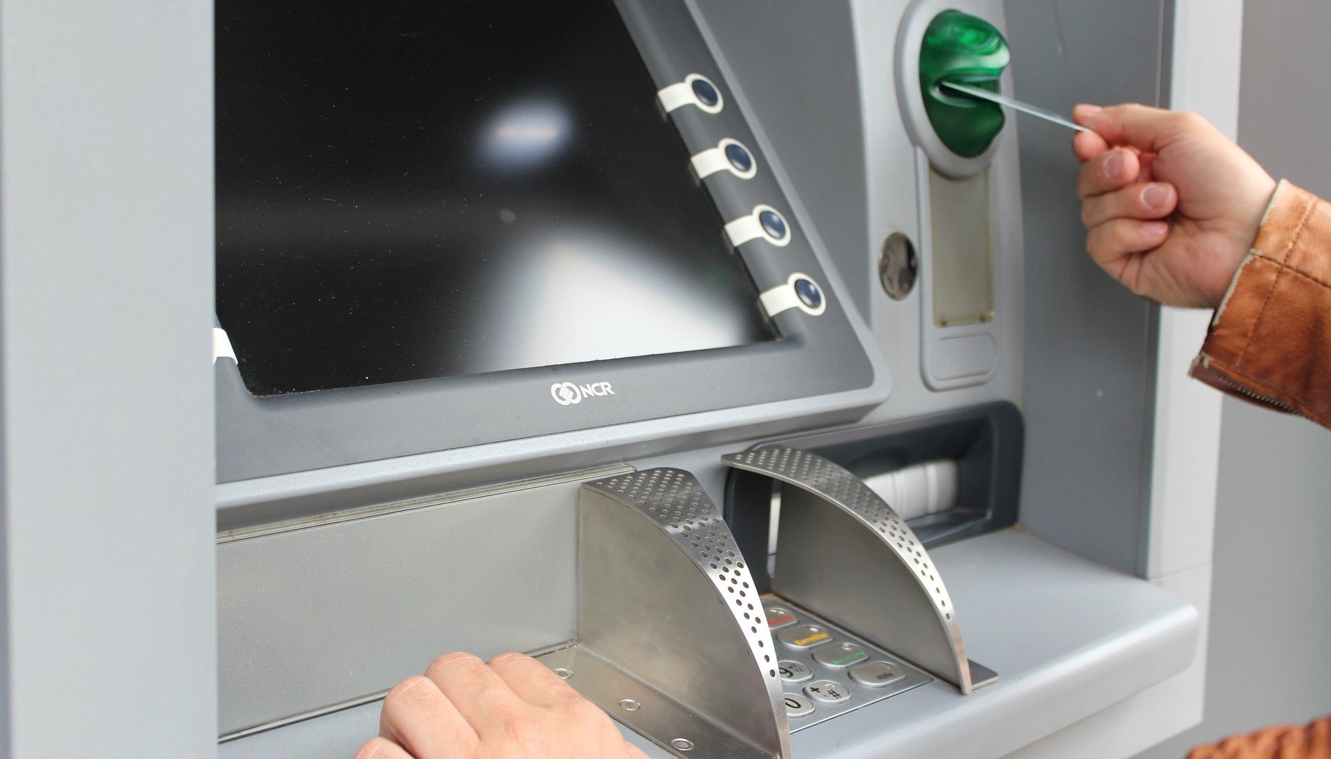 14 Best Checking Accounts To Avoid International ATM Fees [2019]