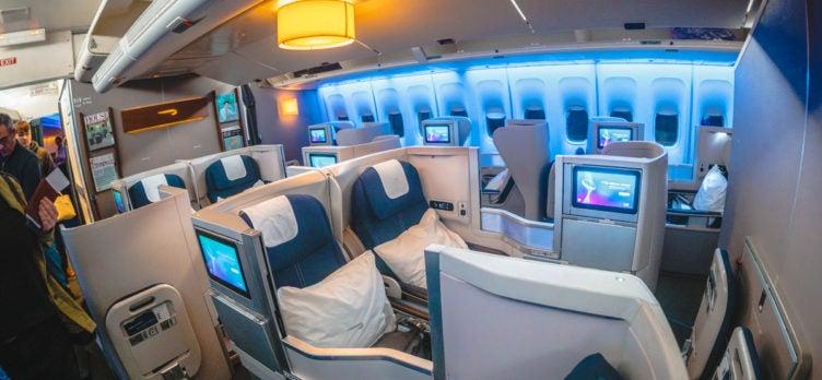 37 British Airways Boeing 747 Club World Business Class Main Deck Middle Seats