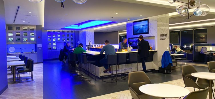 United Polaris Lounge ORD Bar
