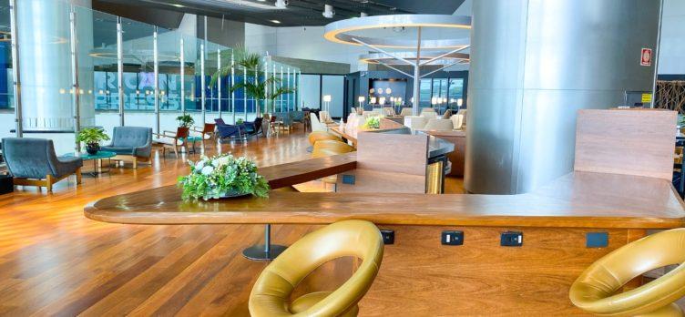 Star Alliance Lounge GRU bar seating