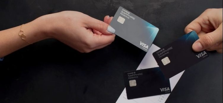 Chase Sapphire Reserve 2 cardmembers paying for a restaurant bill